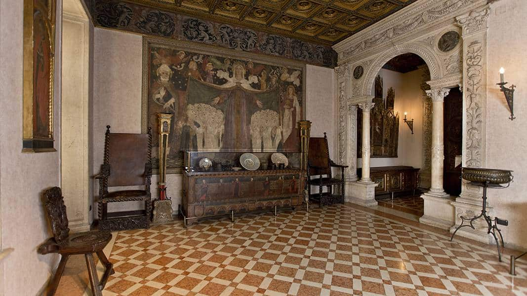 Зал фрески музей Багатти Вальсекки Милан